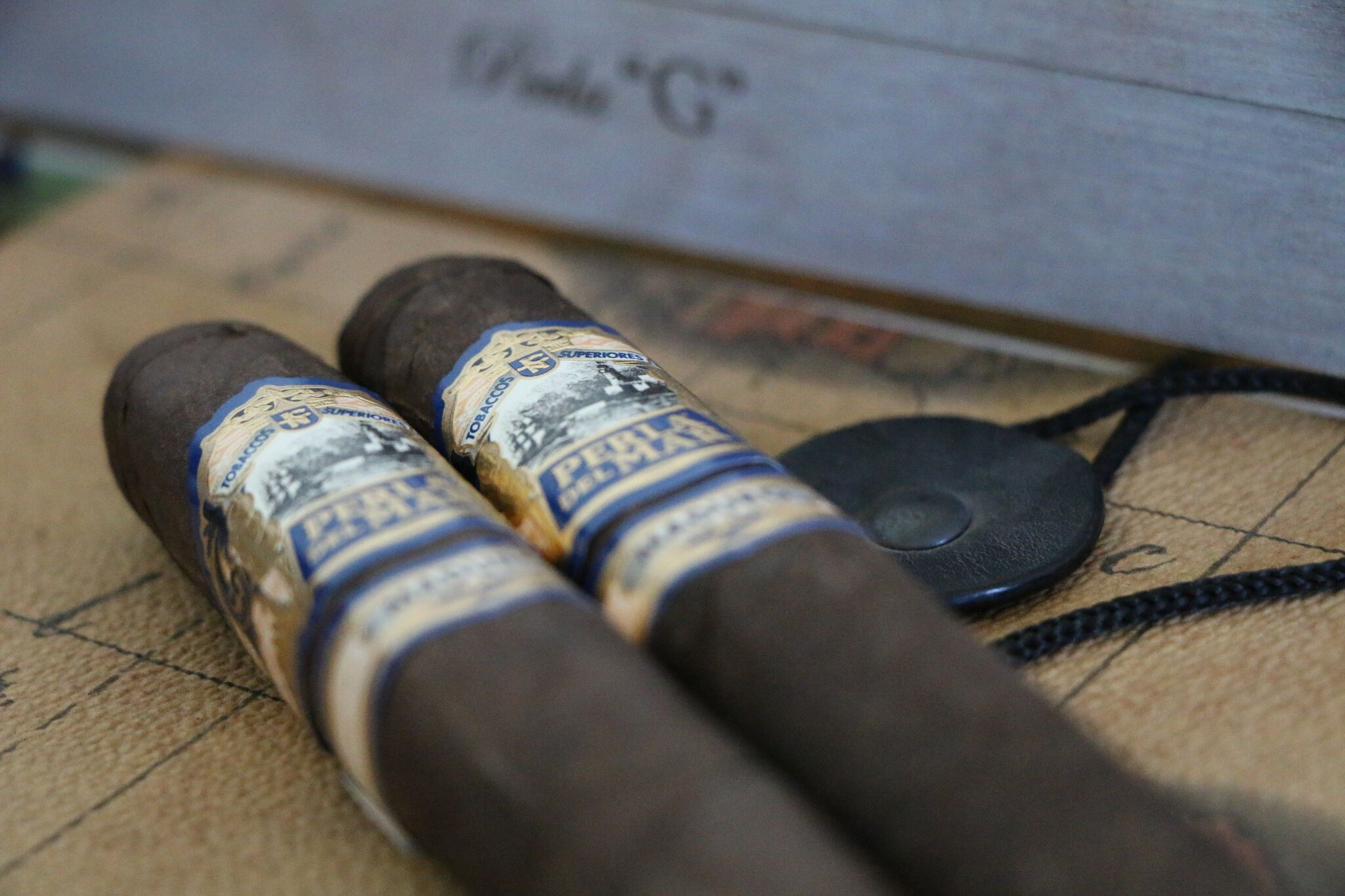 two perla del mar maduro cigars on map